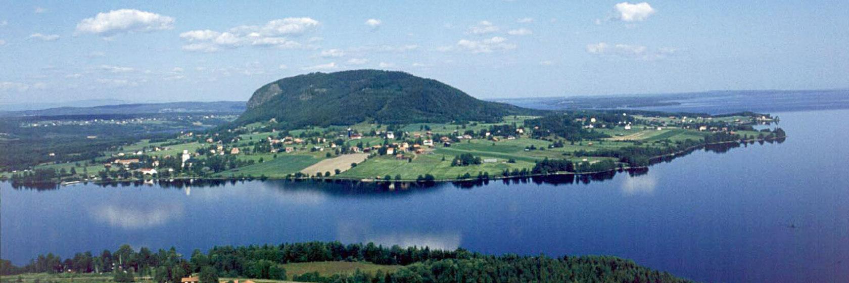 Flygbild över Hoverberget och Storsjön