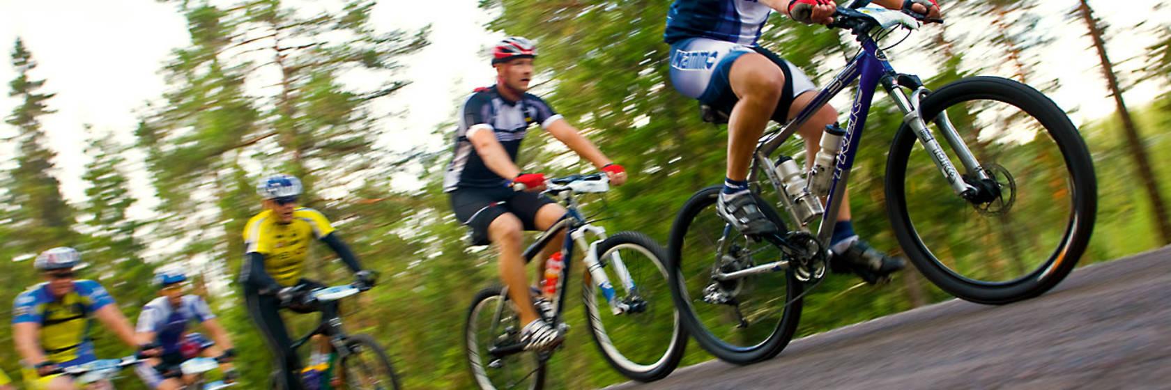 Cyklister på vägen under Mora sommarvecka
